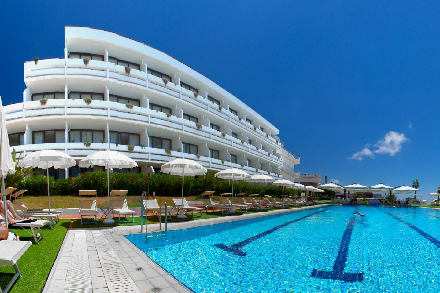Deluxe 4* award winning Italian escape from £299pp saving 30%
